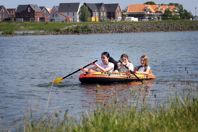 Verkoeling zoeken op de Waterakkers tussen de wijken Waterdonken in Breda-Noord en Bouverijen in Teteringen.