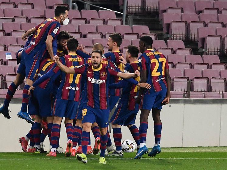 Barça door naar bekerfinale, rood voor Luuk de Jong