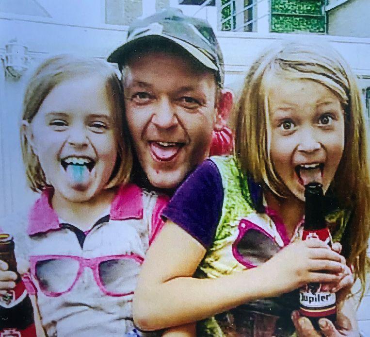 Davy met zijn dochtmrs Elenie en Aline.