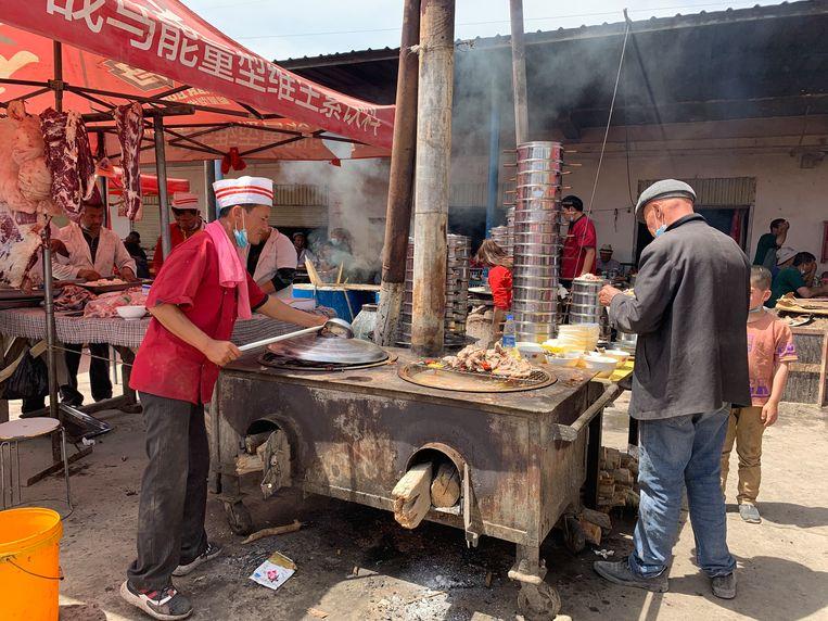 De markt in Kashgar (Xinjiang). Beeld Eefje Rammeloo