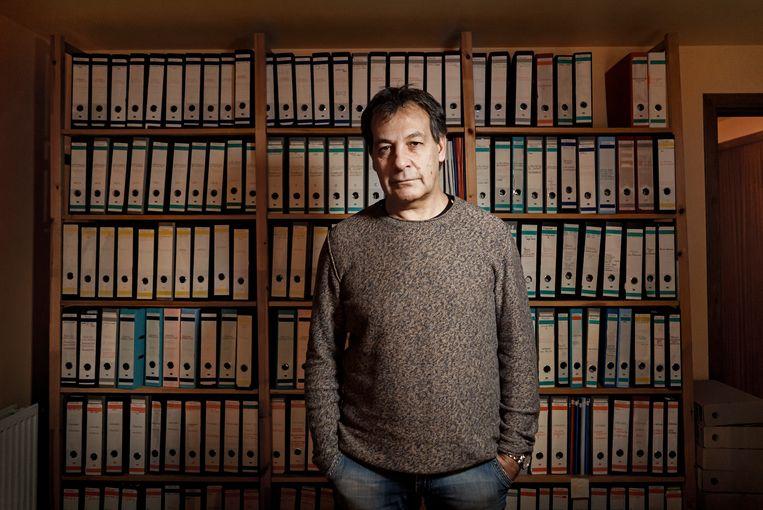 Gino Russo voor zijn gigantische Dutroux-archief. Beeld Eric de Mildt