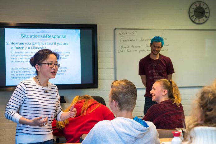 De Chinese docent Sonia stond woensdagmiddag voor de klas van 5 vwo op het Cals College in Nieuwegein.
