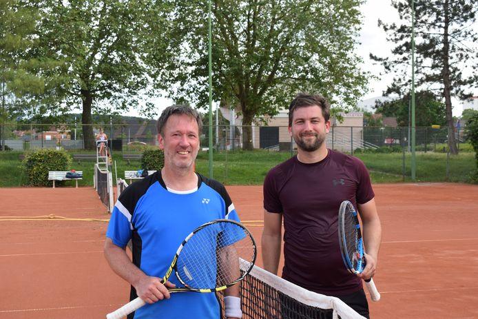 Jeroen Vanderputte (r.) moest ondanks vier matchballen de titel bij de heren 35/3 aan Gerard Offermans (Bierbeekse Tennisclub) laten.