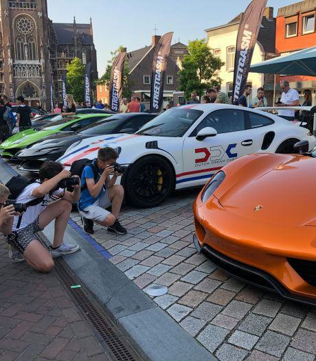 Peperdure sportauto's StreetGasm zorgen voor toeloop op Veghelse Markt