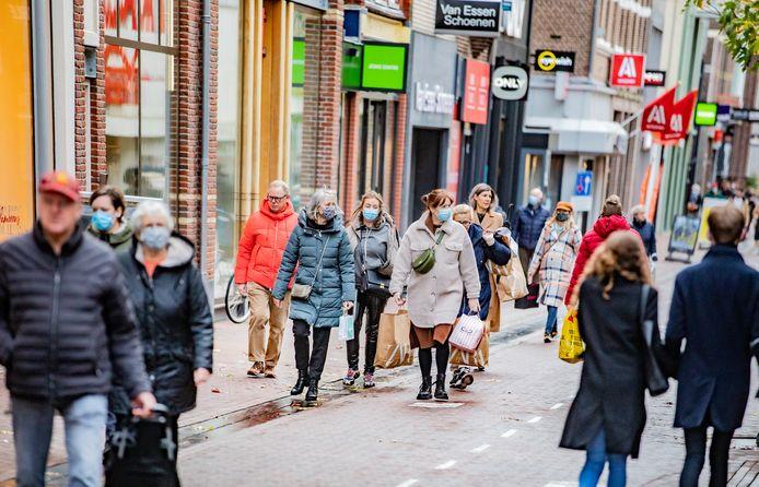 De Hoofdstraat in Apeldoorn kort voor Sinterklaas.
