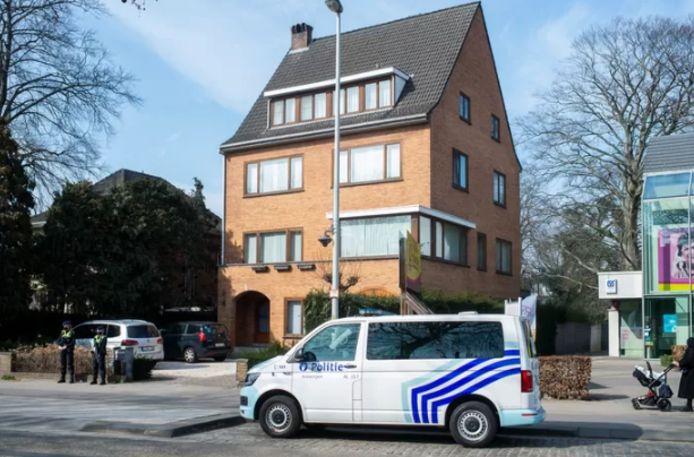 De woning van burgemeester De Wever wordt bewaakt.