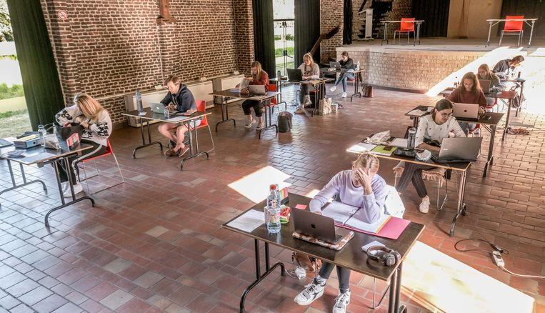 Studeren in groep kan in sommige gemeenten wel. Zoals hier in Kuurne.