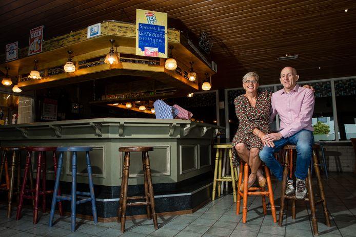 Henny en Toon Schoofs namen afgelopen jaar na 38 jaar afscheid als kantine-uitbaters van de Groesbeekse sporthal Heuvelland.