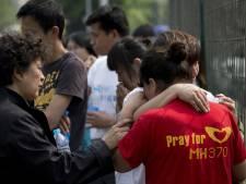 Des employés de Malaysia Airlines retenus par des familles de disparus