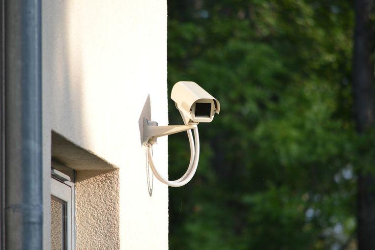 Britten bespioneren hun buren met camera's om naleving lockdown - Volkskrant