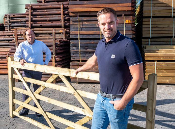 Michael van Dommelen en Arno Sijnesael in wit overhemd.