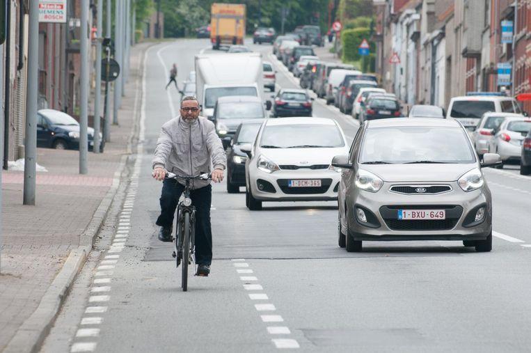 Fietsers zullen op hun snelheid moeten letten als ze straks de steile Kruisstraat naar beneden rijden.