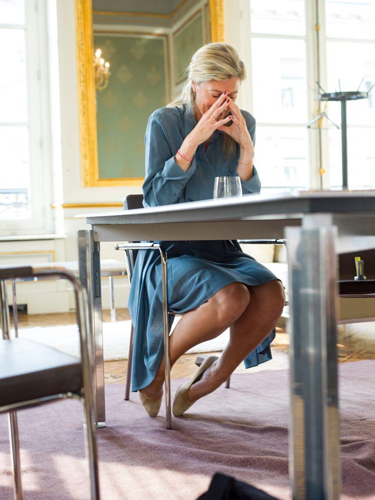 'lk besef nu dat iedereen meekijkt: als ik op restaurant ga, als ik de 20 kilometer door Brussel loop, als ik in het openbaar een gesprek voer... Aan die aandacht heb ik moeten wennen.' Beeld Johan Jacobs