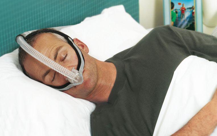 Beademingsapparatuur voor tijdens het slapen.  Beeld
