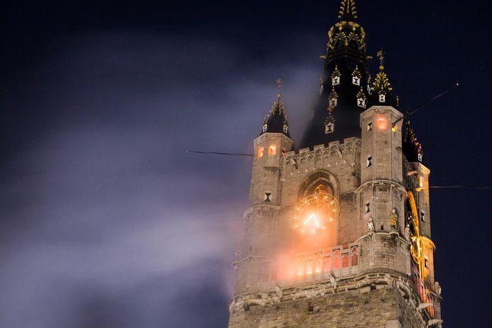 De brand zal dit keer gesticht worden in de Sint-Niklaaskerk, in plaats van in het Belfort