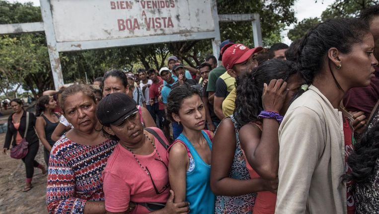 Vluchtelingen uit Venezuela in de rij voor voedsel in Brazilië. Beeld Andre Coelho/ Getty Images