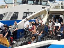 Op de pont zonder mondkapje? Bekeuring in Amsterdam, niet in Zaanstad