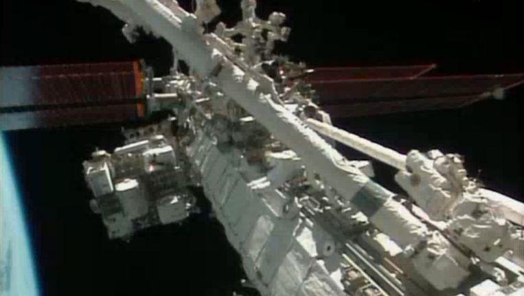 Reparatiewerkzaamheden aan het ISS Beeld reuters