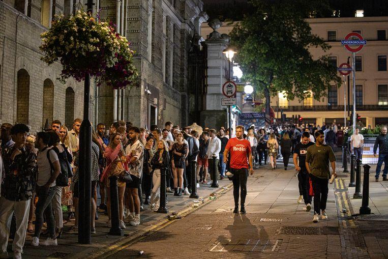 De straten van Londen zijn weer zo druk als vanouds sinds Freedom Day.  Beeld Getty Images