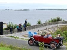 Zomer in Nederland: een bomvol vakantiepark in dat lege Friese dorp aan de einder
