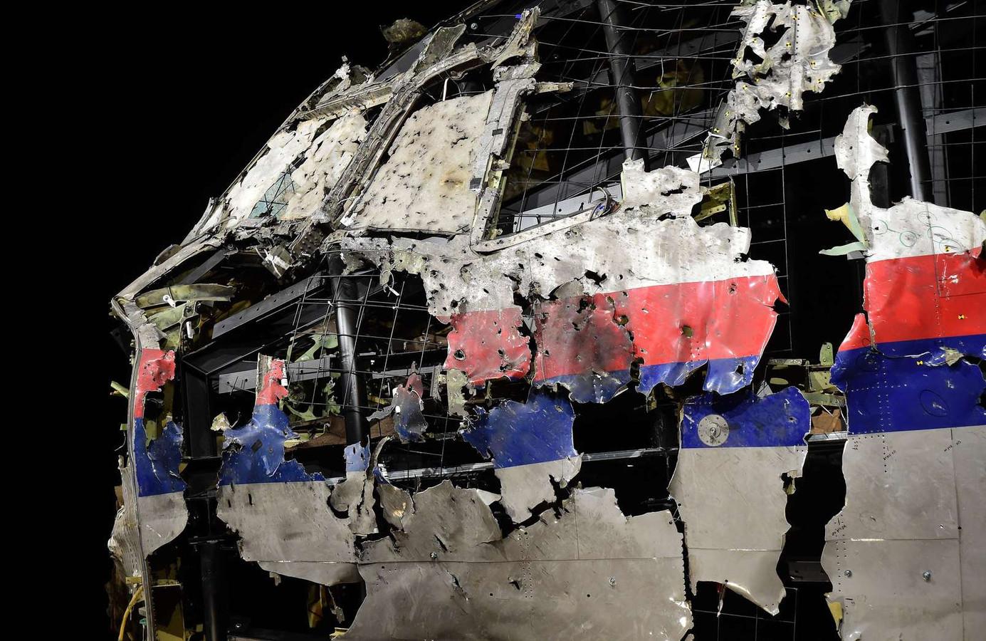 De gereconstrueerde romp van Malaysian Airways-vlucht MH17.