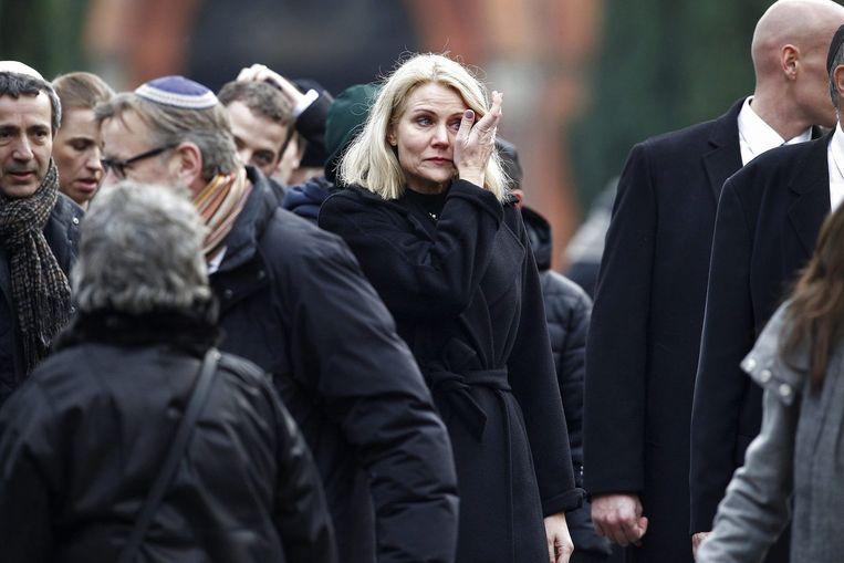 De Deense premier Helle Thorning-Schmidt bij de uitvaart. De 37-jarige Dan Uzan die in Kopenhagen door Omar Abdel Hamid el-Hussein werd doodgeschoten is begraven. Ten tijde van de aanslag vierden circa tachtig mensen een joodse plechtigheid in de synagoge. Uzan, die de wacht hield bij de synagoge, wist de aanwezigen te waarschuwen. Beeld epa