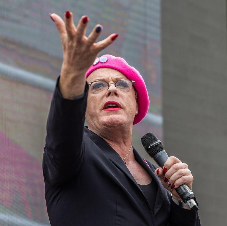 Eddie Izzard spreekt menigte toe bij de March For Europe in Londen. Beeld Marcus Vallance/Barcroft Images / via Getty Images