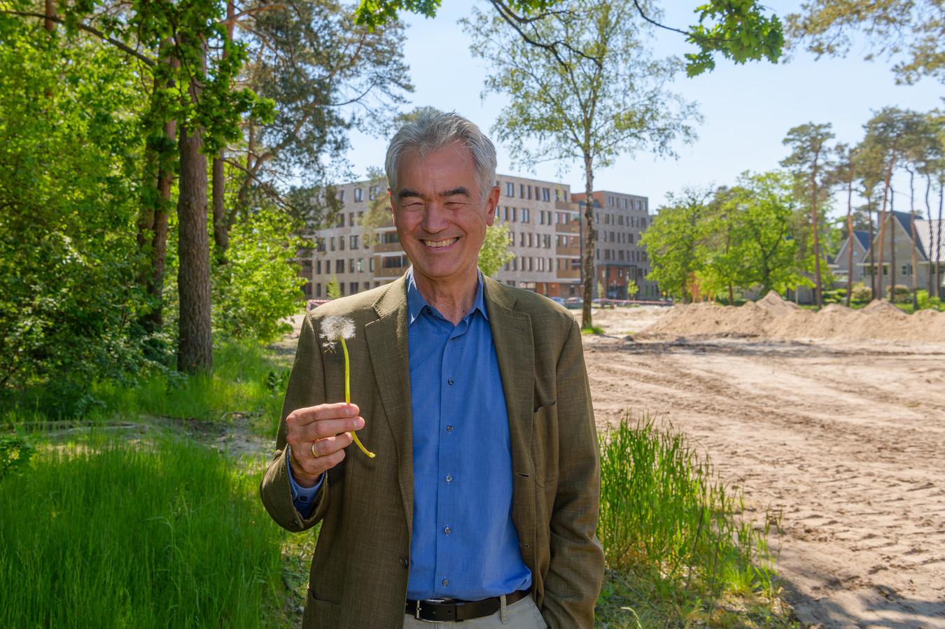 De leefomgeving vergroenen, dat is de missie van Harry Boeschoten (64), programmadirecteur Groene Metropool bij Staatsbosbeheer.