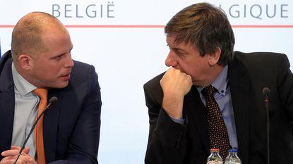 """Jambon staat volledig achter Francken: """"Ons migratiebeleid niet op helling zetten"""""""
