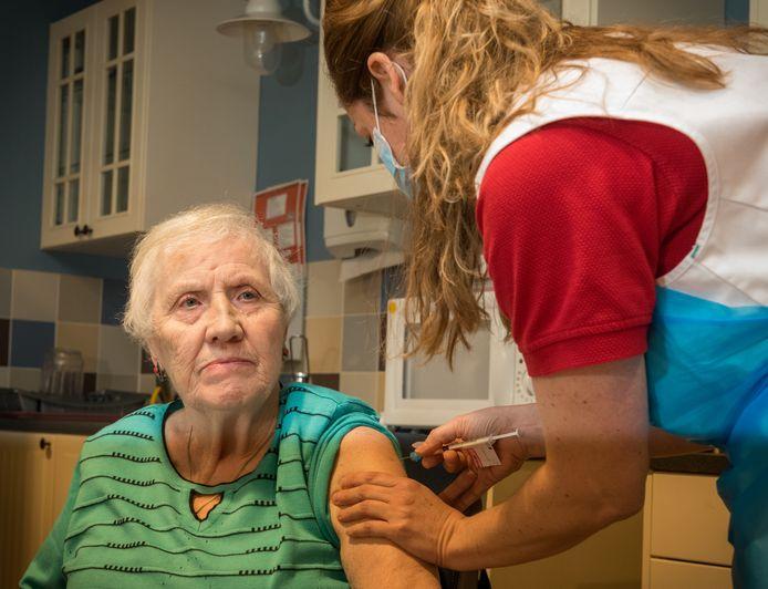 Veel verpleeghuisbewoners kregen eind januari al hun eerste prik, zoals in Vitalis Peppelrode in Eindhoven (archieffoto).