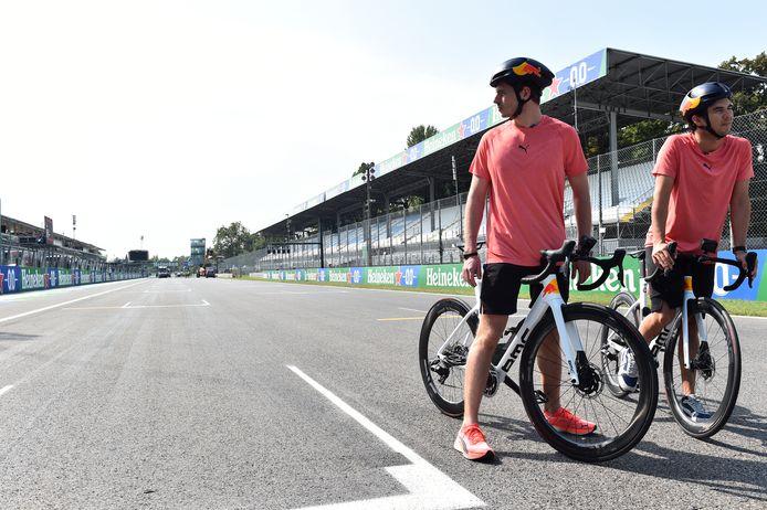 Max Verstappen en Sergio Pérez verkende Monza vanmorgen op de mountainbike.