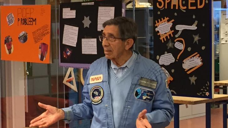 Astronaut Lodewijk van den Berg bezoekt zijn Lodewijk College
