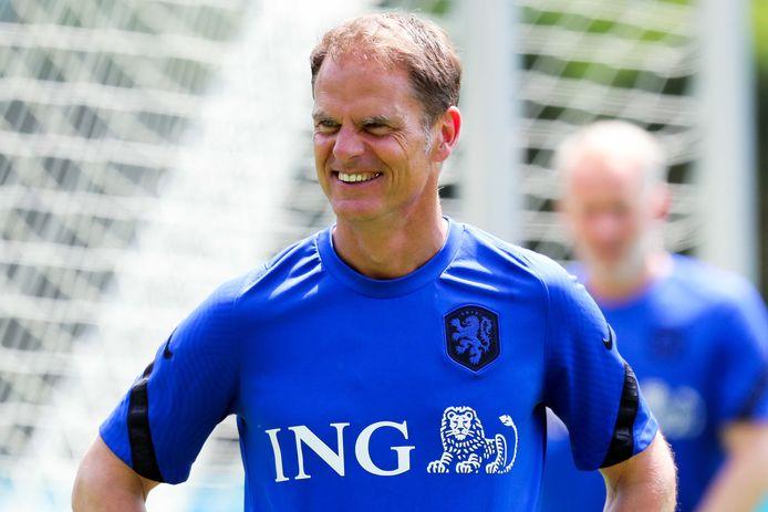 Bondscoach Frank de Boer op de training van Oranje.
