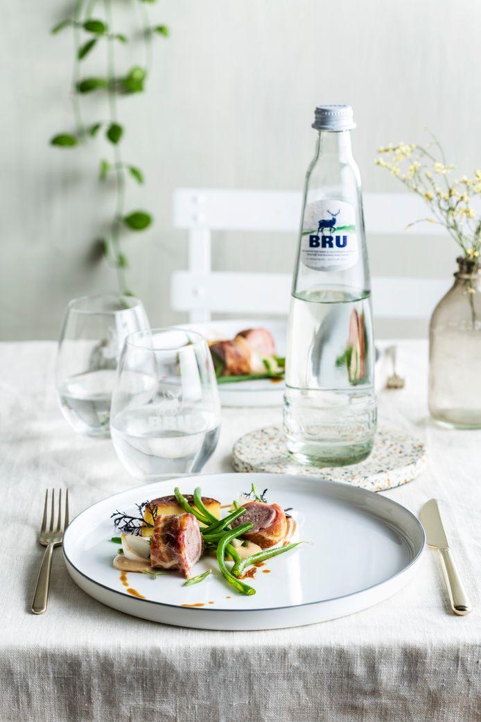 Les grands chefs Willem Hiele*, Christophe Hardiquest** et Stefan Jacobs se joignent à BRU pour promouvoir les aliments locaux et les boissons locales. Ils revisitent les plats régionaux typiquement belges. Ici, la salade liégeoise signée Stefan Jacobs.