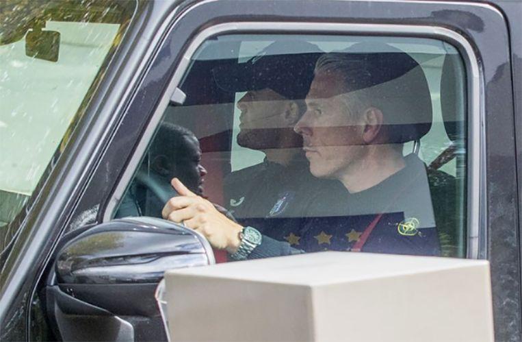 Michael Verschueren en Vincent Kompany, maandagavond bij het verlaten van Neerpede. Beeld Jan De Meuleneir/Photo News