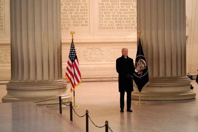Joe Biden houdt een toespraak aan het Lincoln Memorial.
