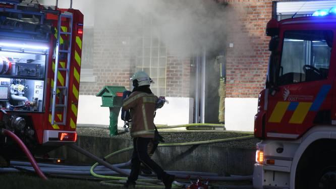 VIDEO Buren beginnen inzamelactie voor familie die getroffen werd door zware brand