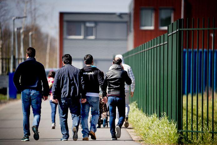 Asielzoekers bij aanmeldcentrum Ter Apel.