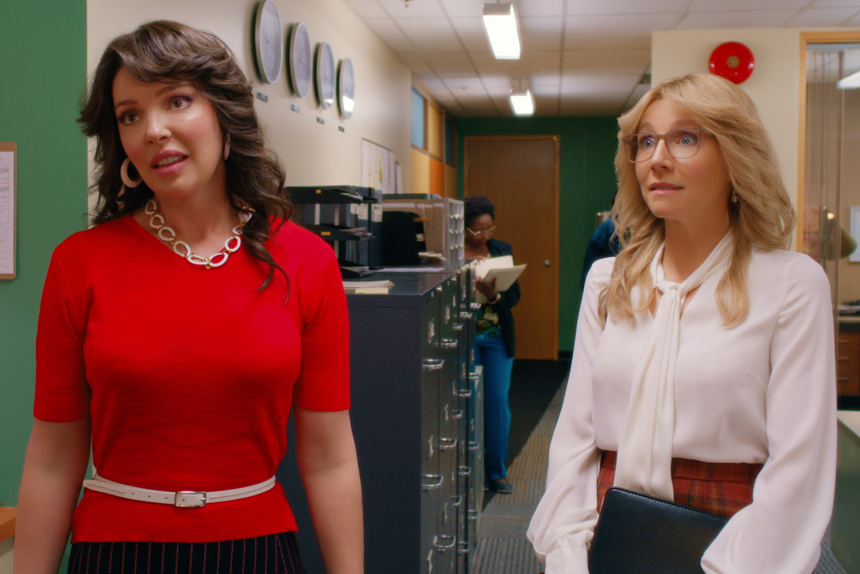 Katherine Heigl en Sarah Chalke als Tully en Kate in 'Firefly Lane'. Beeld COURTESY OF NETFLIX