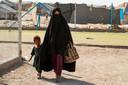 Vrouwen in Al-Hol verblijven met hun kinderen onder moeilijke omstandigheden in het detentiekamp.  In totaal 23 Nederlandse vrouwen willen terug naar Nederland, vandaag is er een kort geding.
