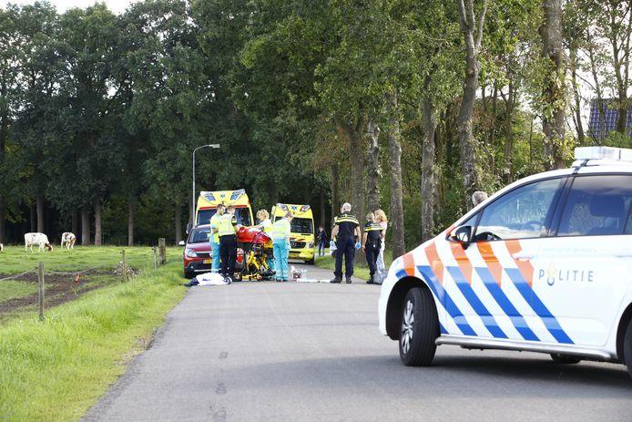 De man en de vrouw raakten beiden gewond bij het ongeluk met de tandem.