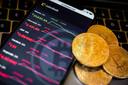Directeur Pieter Hasekamp van het Centraal Planbureau (CPB) pleit voor een verbod op de digitale munt omdat volgens hem een koerscrash onvermijdelijk is.