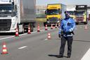 Zelfs op de A16 bij Hazeldonk werden in maart grenscontroles gehouden door de Belgische politie naar aanleiding van corona.