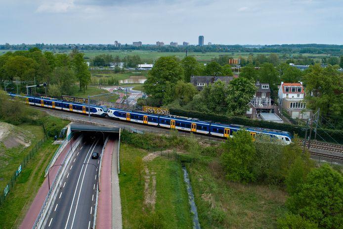 Het spoor ter hoogte van de Bosscheweg in Vught. In dit dorp staan de grootste aanpassingen op stapel.