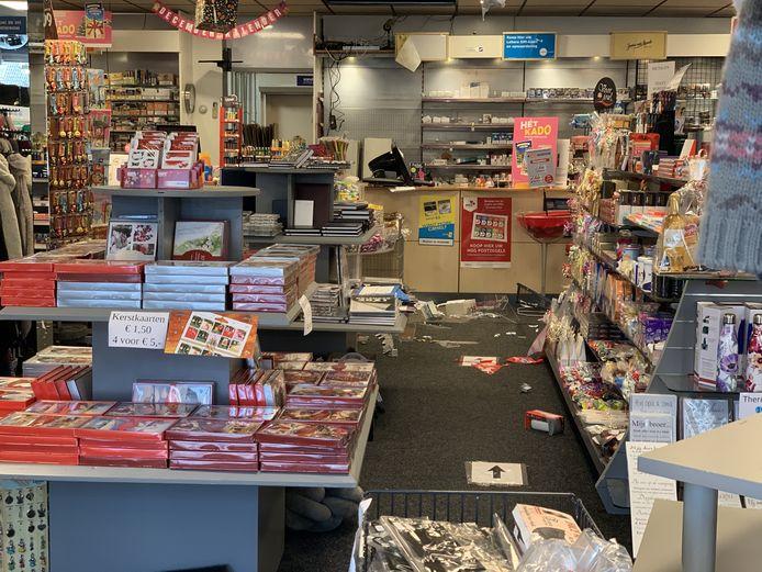 In de nacht van donderdag op vrijdag hebben inbrekers flink toegeslagen bij de Cigo in het centrum van Vriezenveen. De ravage is enorm.