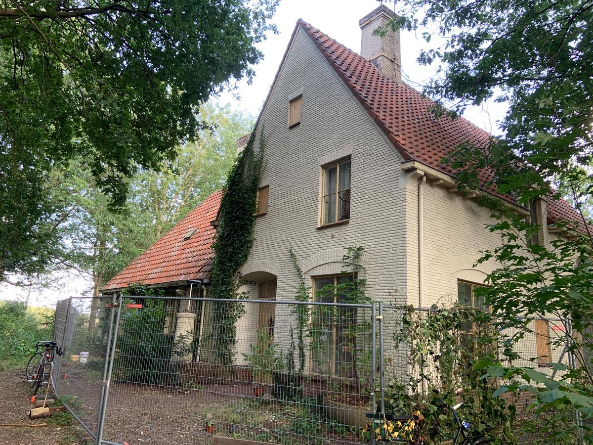 De gekraakte voormalige officierswoning aan de Dolderseweg in Den Dolder.