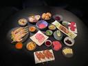 Restaurant Tilia mag niet open, maar maakt nu afhaalmaaltijden. En ter ere van pakjesavond ook een luxe gourmetschotel, met onder meer yakitori en coquilles.
