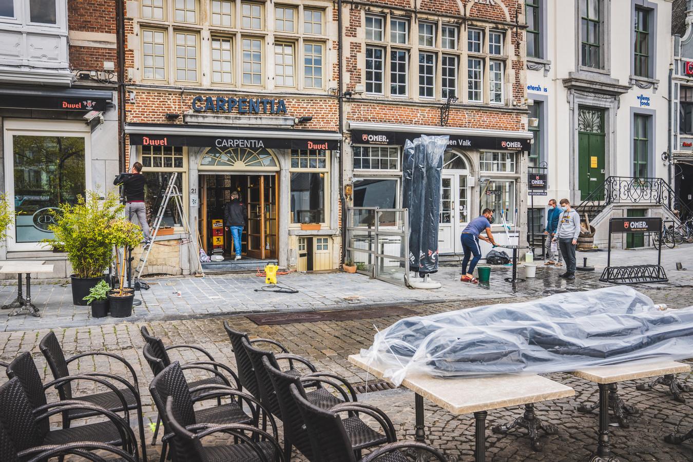 Al de hele week wordt in Gent gewerkt aan de heropening van de terrassen, nu veranderen plots de spelregels.