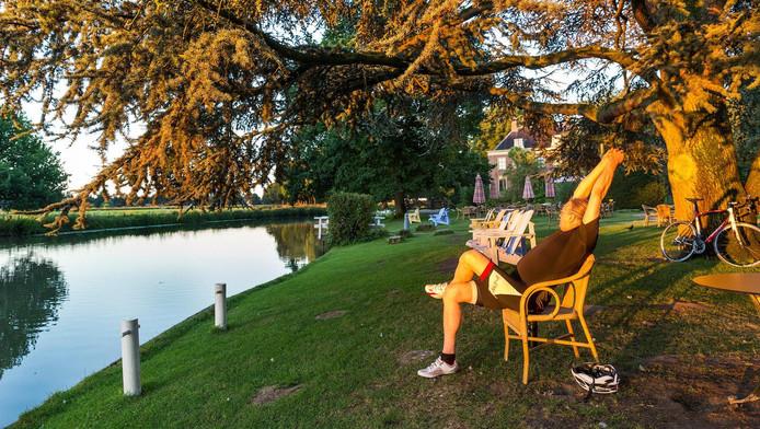 Paul heeft een afspraak met de zon zomer op amelisweerd for Schilder inhuren per uur