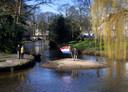 In Breda ligt het gevaar voor verzanding altijd op de loer. Het eiland bij de Julianabrug is in 2002 binnen een dag ontstaan na een zwaar noodweer. Door hoogwater werd er veel zand afgezet. Het eiland is in 2003 weer afgegraven.